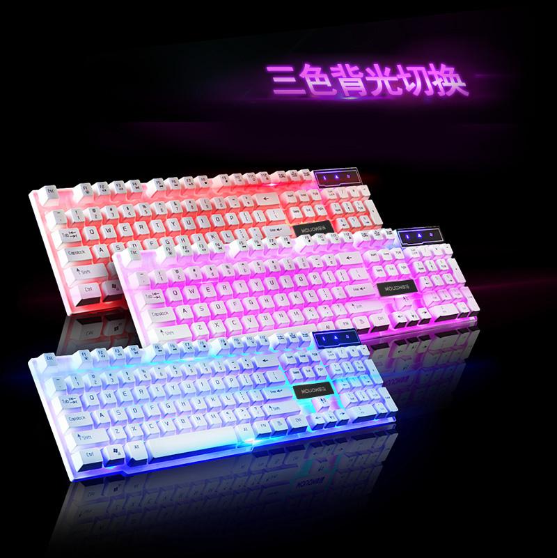 El cable del teclado y el ratón mecánico de metal para la marquesina luminosa cibercafé computadoras.