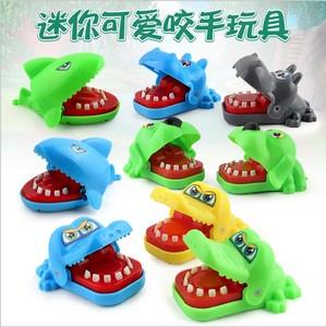 MUMU sản phẩm tốt Nhật Bản dễ thương phim hoạt hình sáng tạo toàn bộ cá sấu cá mập cắn ngón tay đồ chơi mặt dây chuyền hoạt hình xung quanh