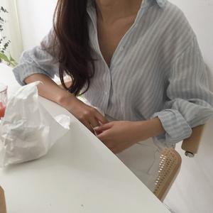 现货~早春推荐! 韩国 chic #1877 慵懒风 宽?#21830;?#32441;长袖衬衫女