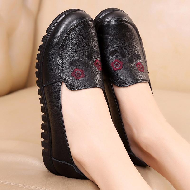2020新款秋季头层牛皮舒适女鞋真皮平底软皮防滑中老年妈妈皮鞋