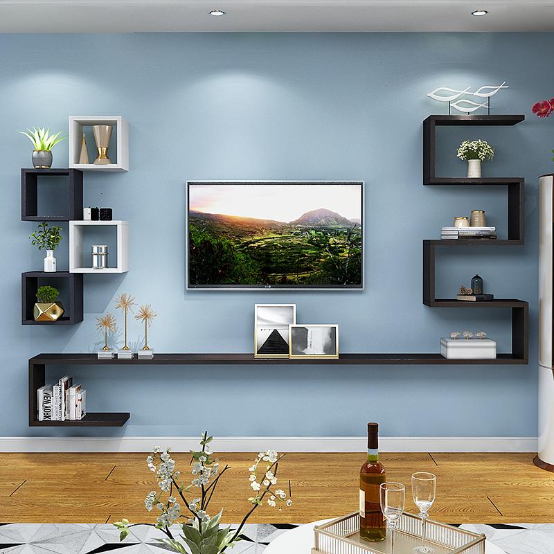 Полки возле телевизора на стене фото