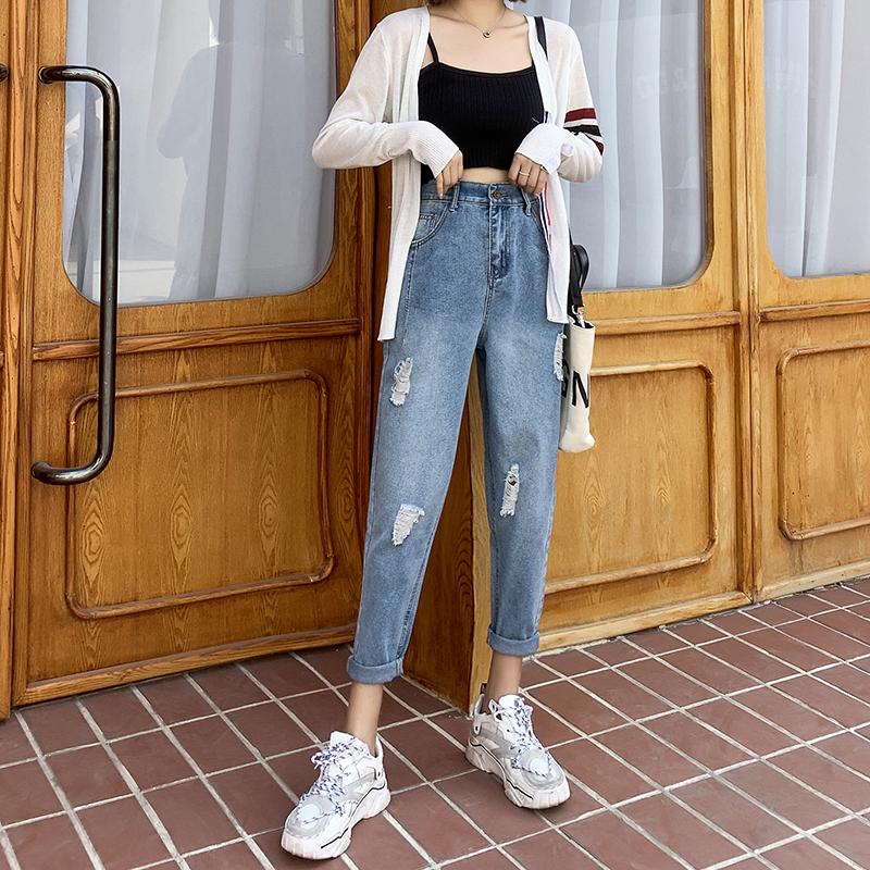 春季最好搭衣服的女款破洞牛仔裤 网红爆款