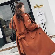 2018 mùa xuân váy nữ gió ong thêu áo len nữ Hàn Quốc phiên bản của phần dài của vành đai thắt lưng eo áo