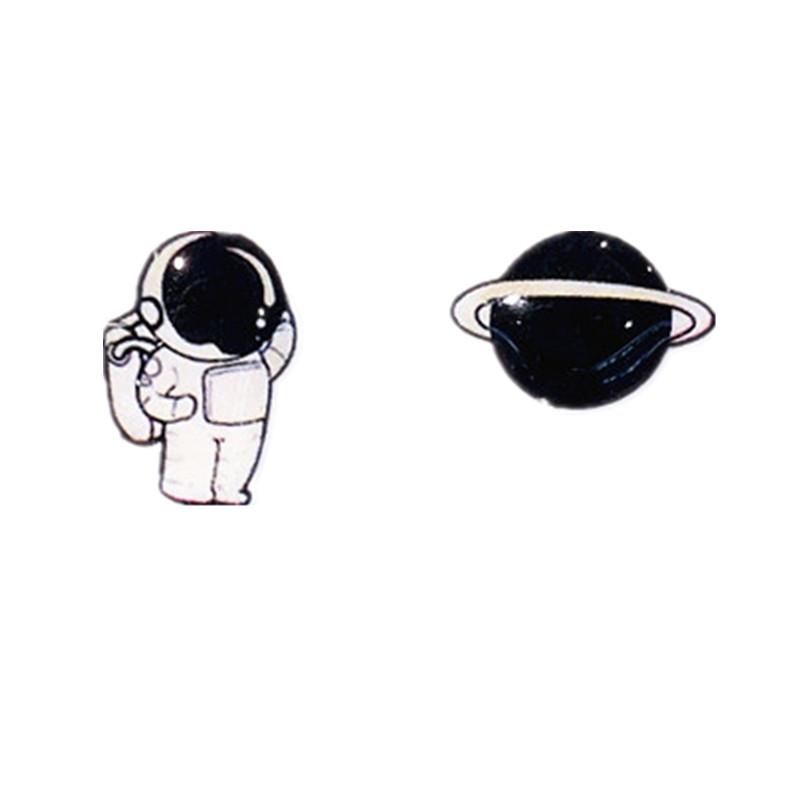 個性趣味宇航員星球耳釘女S925純銀小眾可愛黑白小巧不對稱耳夾