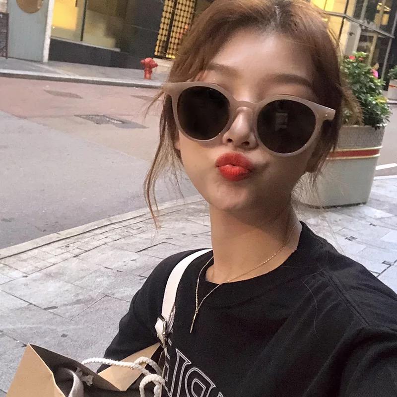 新款阿沁林小宅网红同款太阳镜复古圆框韩国白色偏光茶色墨镜女潮