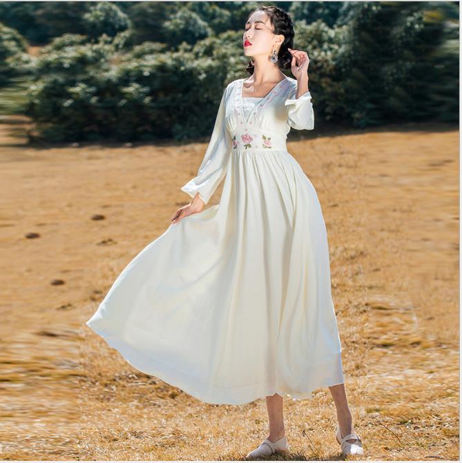 新款秋装雪纺连衣裙复古收腰长袖V领刺绣过膝海边度假长裙潮