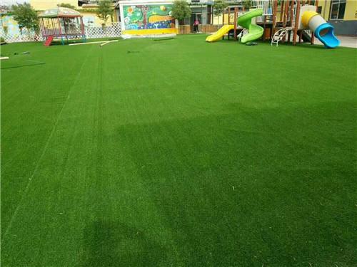 门头足球场阳台草地娱乐场所运动场塑料人造草坪室外材料绿化庭院