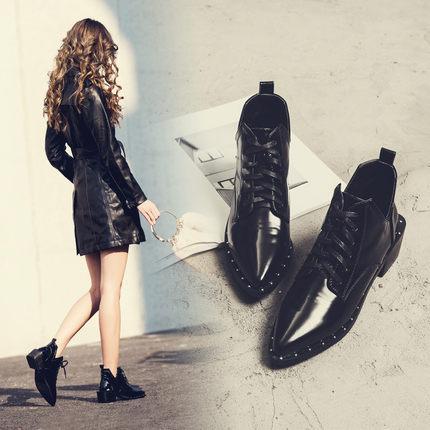 2017秋冬新款铆钉尖头短靴女粗跟系带马丁靴女英伦风复古及裸靴