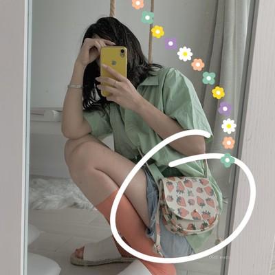 包包新款潮网红斜挎小包女简约百搭夏天可爱迷你草莓小包包软