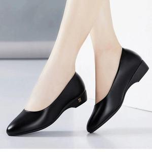 4湖都妈妈鞋软底软面舒适真软皮女鞋平跟平