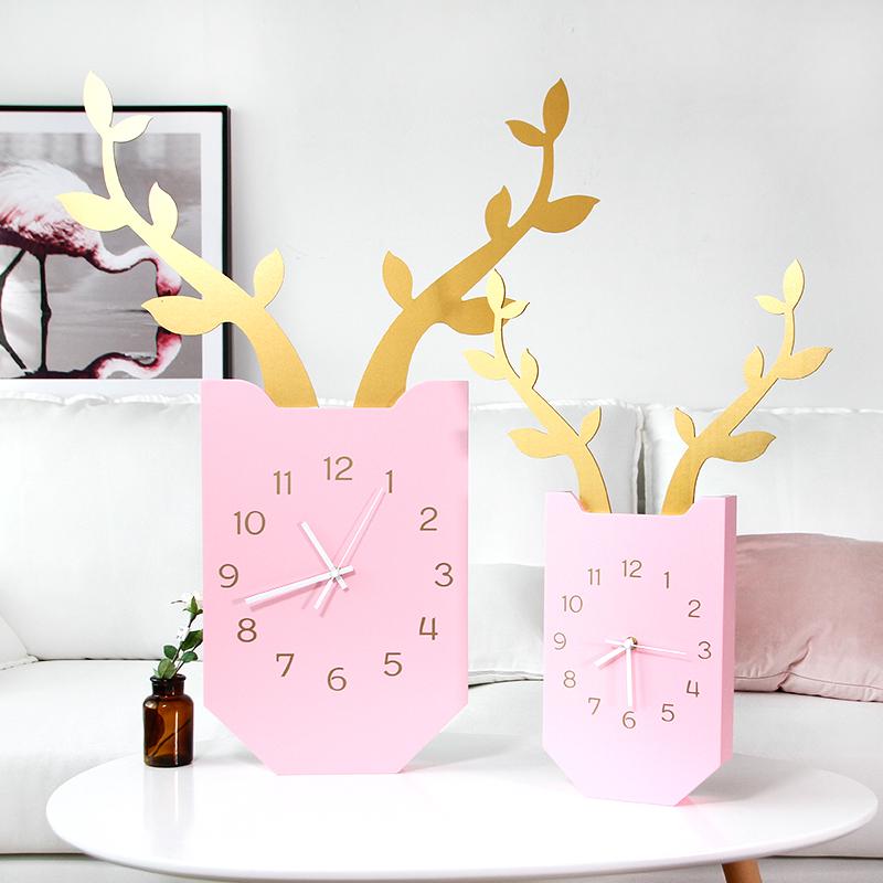 北欧创意鹿挂钟 客厅卧室静音时钟木质方形挂表现代简约家居壁挂